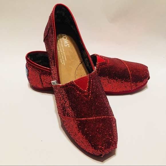 a0afe420425 TOMS Red Glitter Youth 4.5   Womens 7 NWOT. M 5b75ea36bf77293ffbfb4070